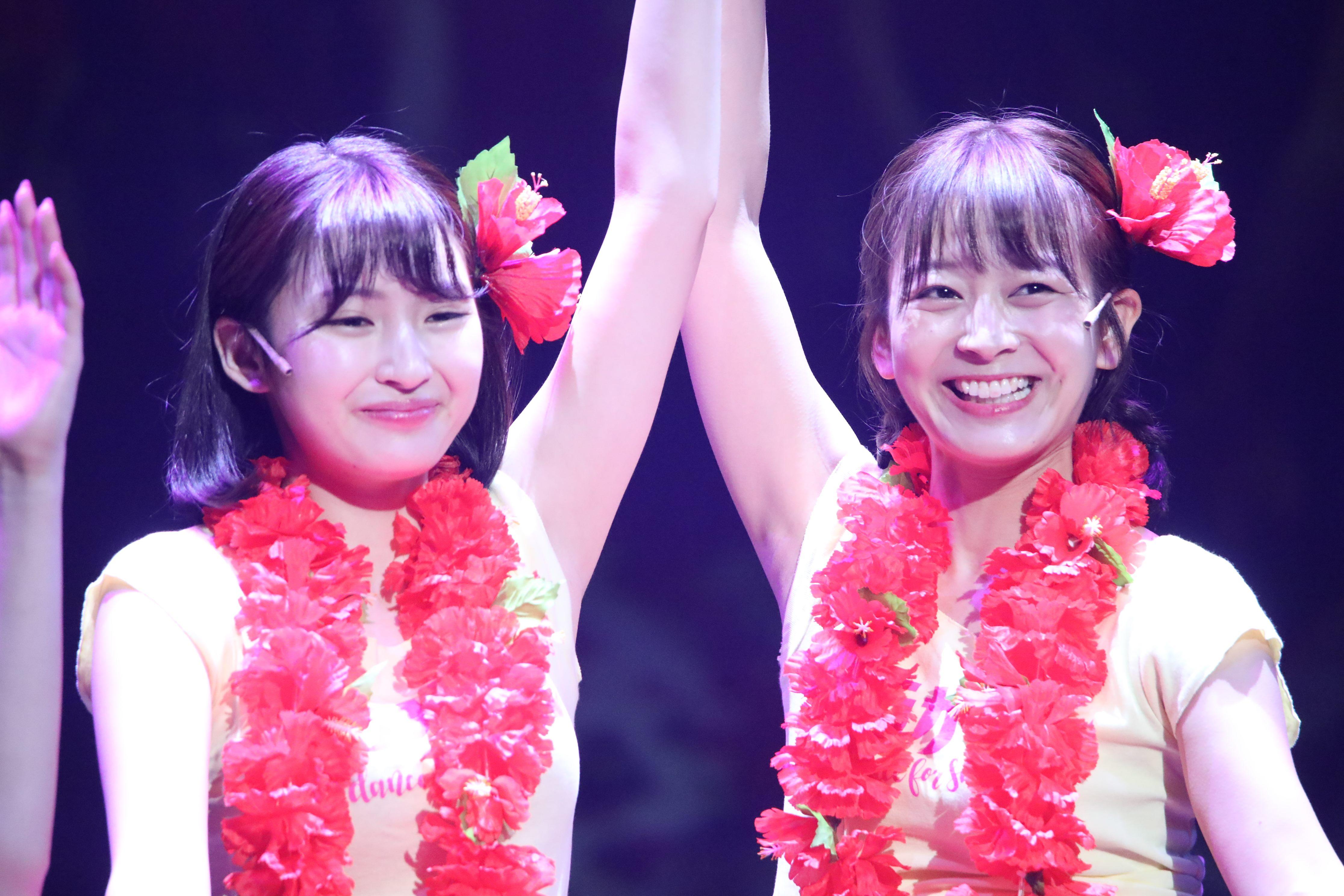 舞台「フラガール」で早苗を演じる太田奈緒(右)と井上小百合
