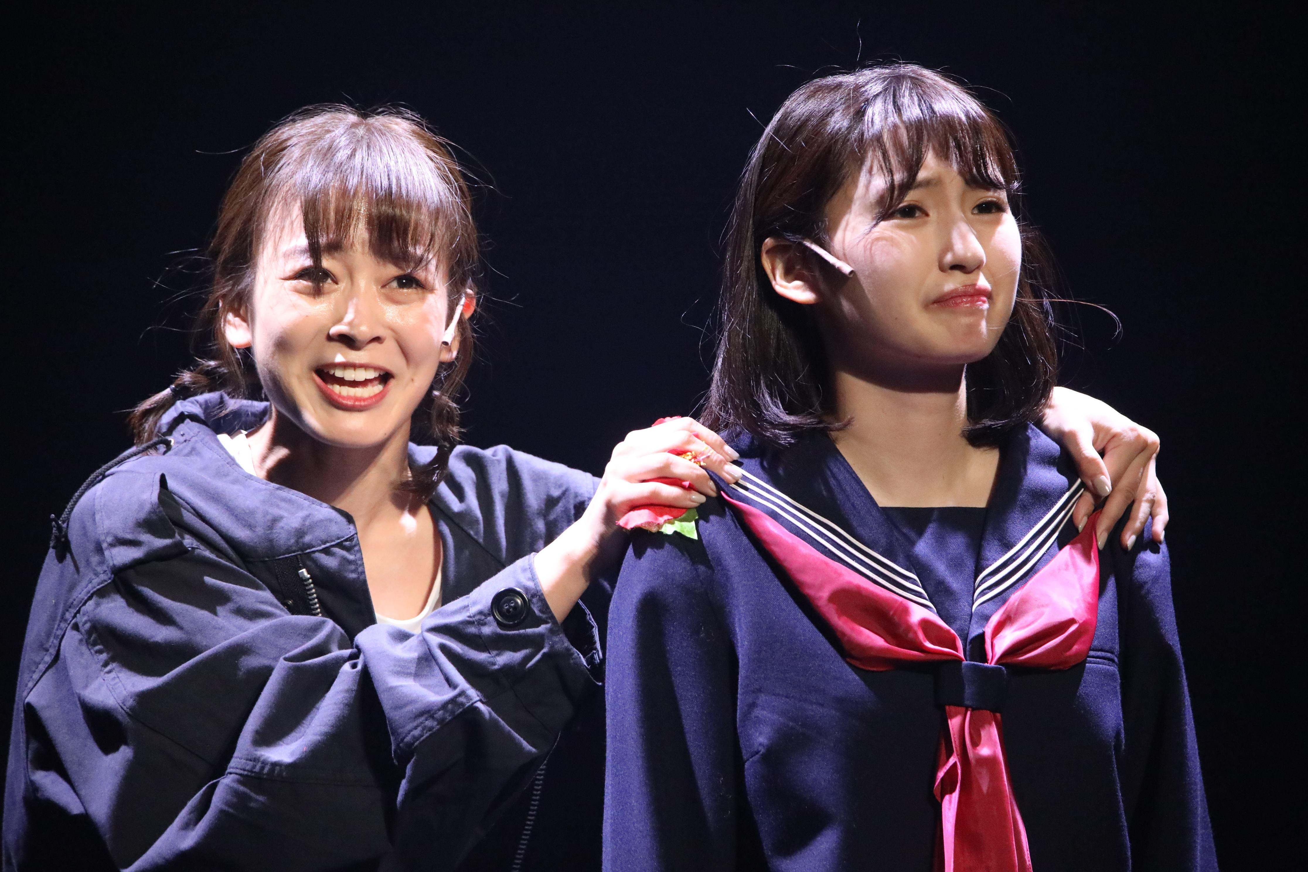 舞台「フラガール」で早苗を演じる太田奈緒(左)と井上小百合