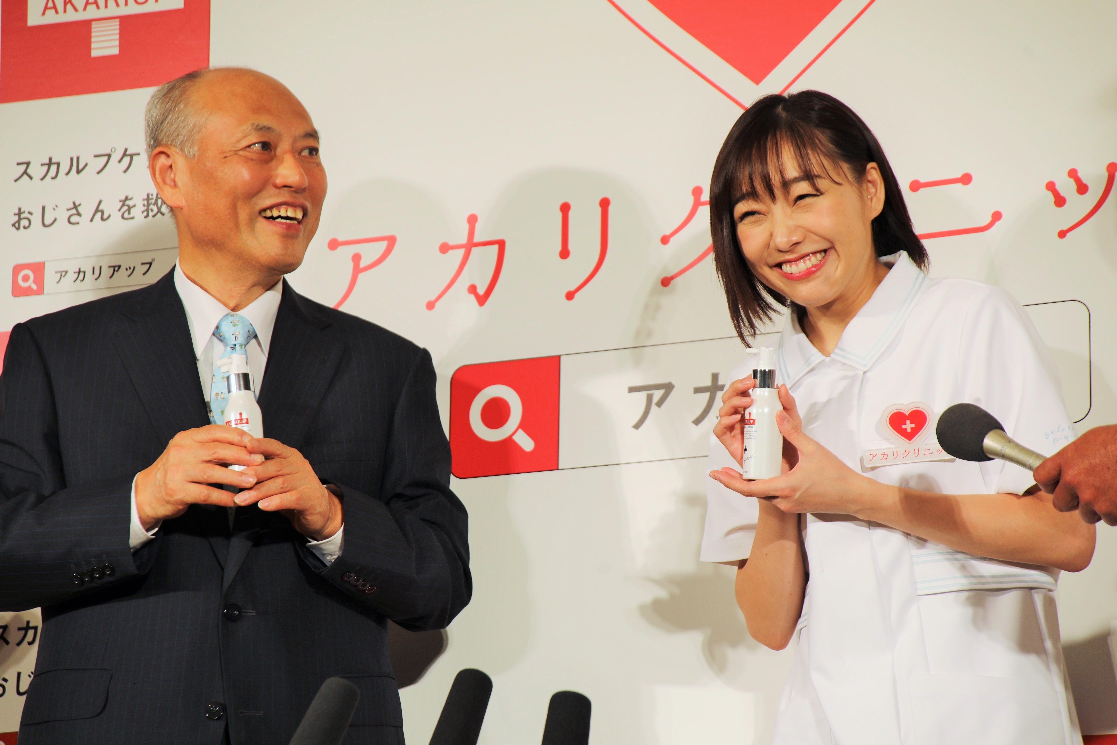 囲み取材での須田亜香里と舛添要一氏