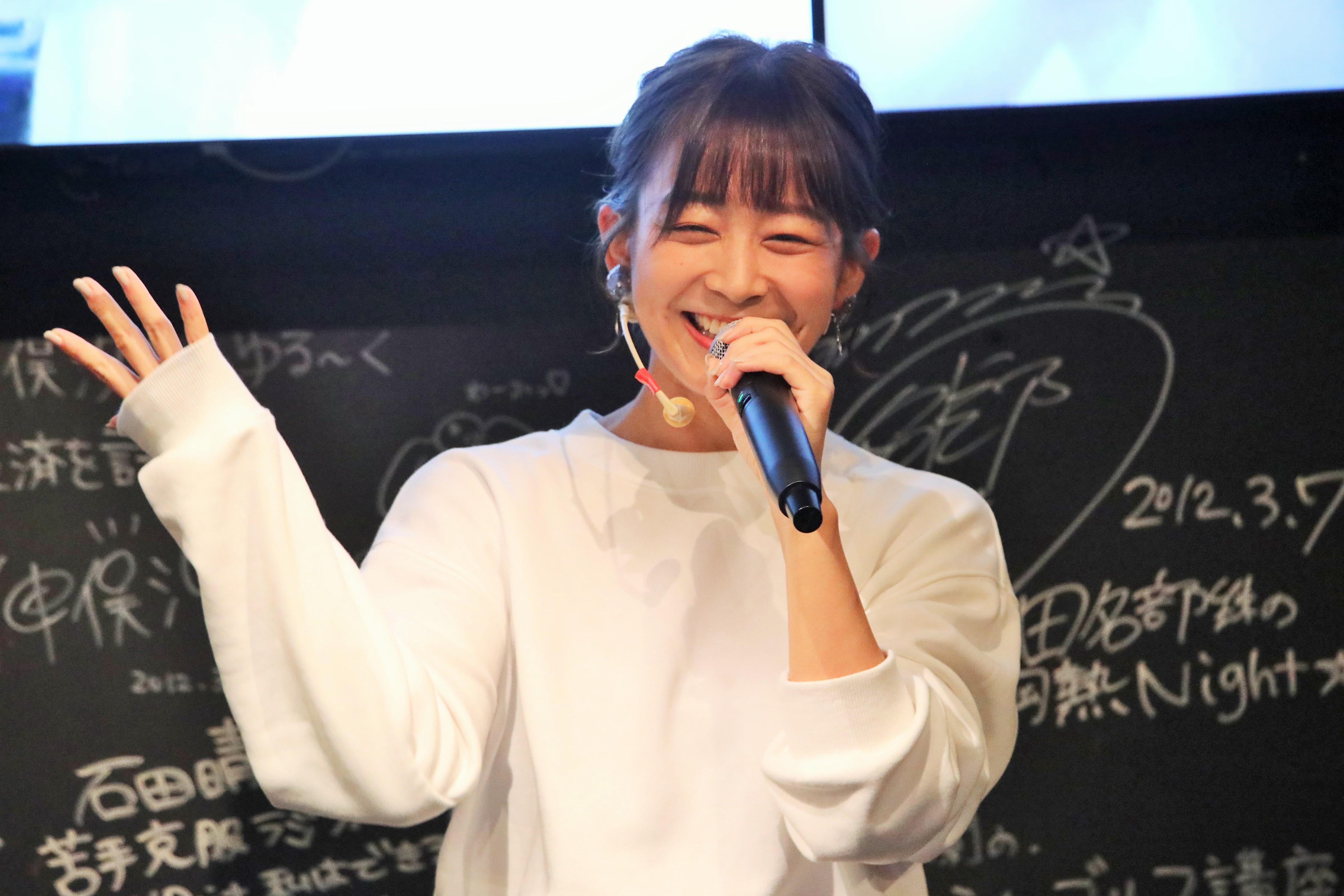 ミニライブで「たなきー」を披露する太田奈緒