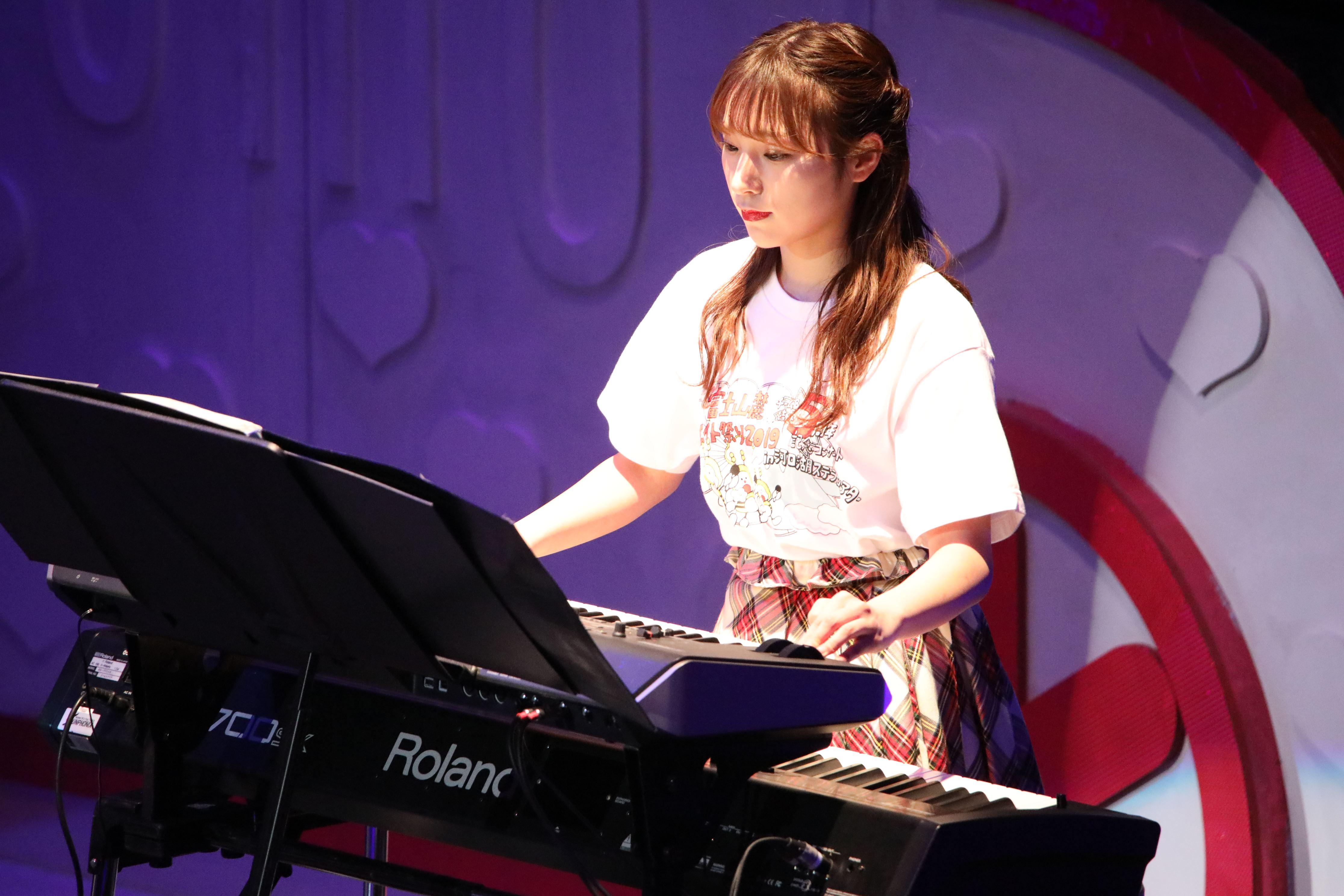 コンサートでピアノを披露する左伴彩佳(チーム8山梨コンサート)