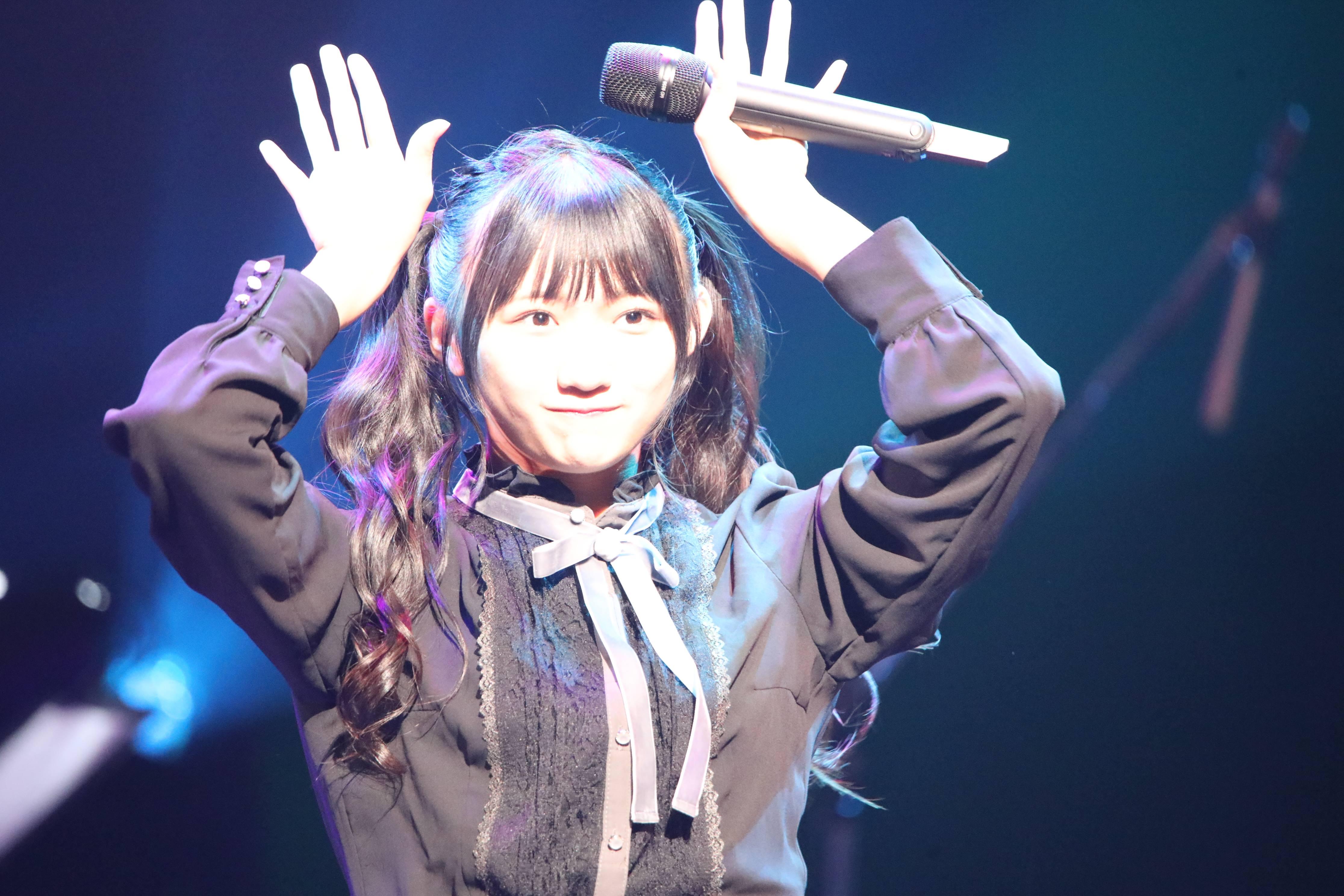 『メルヘンデビュー!』を披露する門脇美優菜