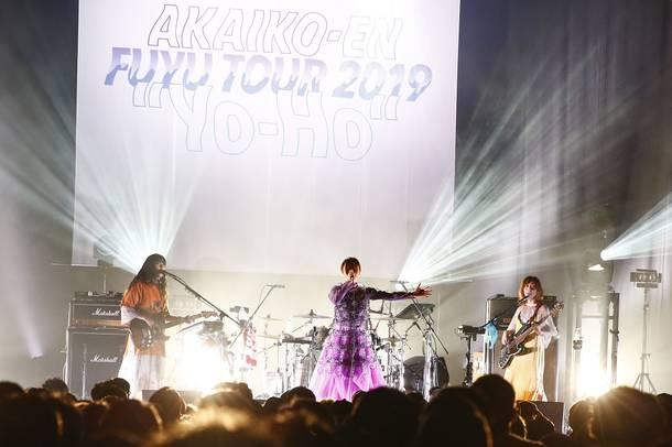 """【赤い公園 ライヴレポート】 『FUYU TOUR 2019 """"Yo-Ho""""』 2019年11月10日  at EX THEATER ROPPONGI"""