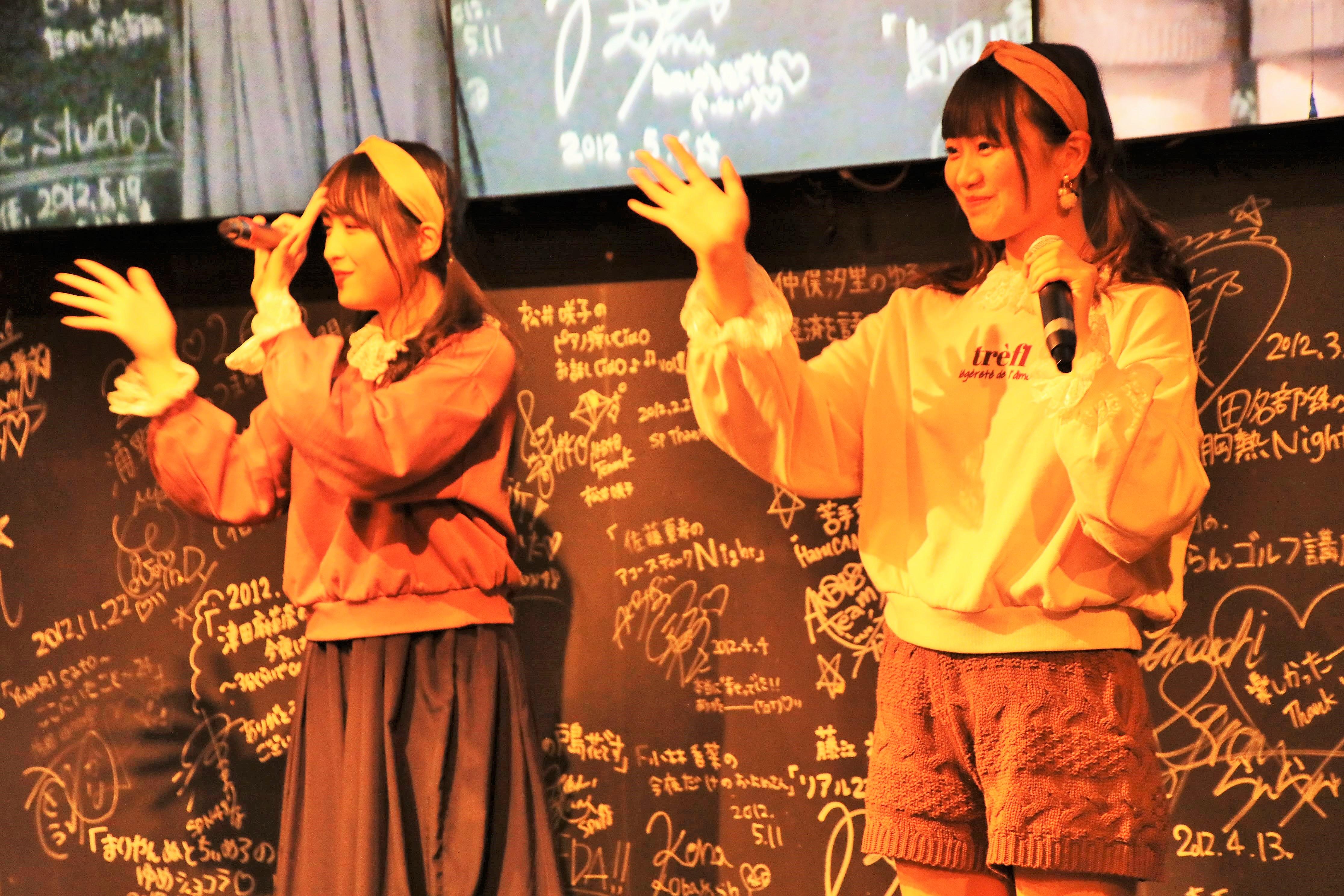 『天使のしっぽ』を披露する稲垣と川本