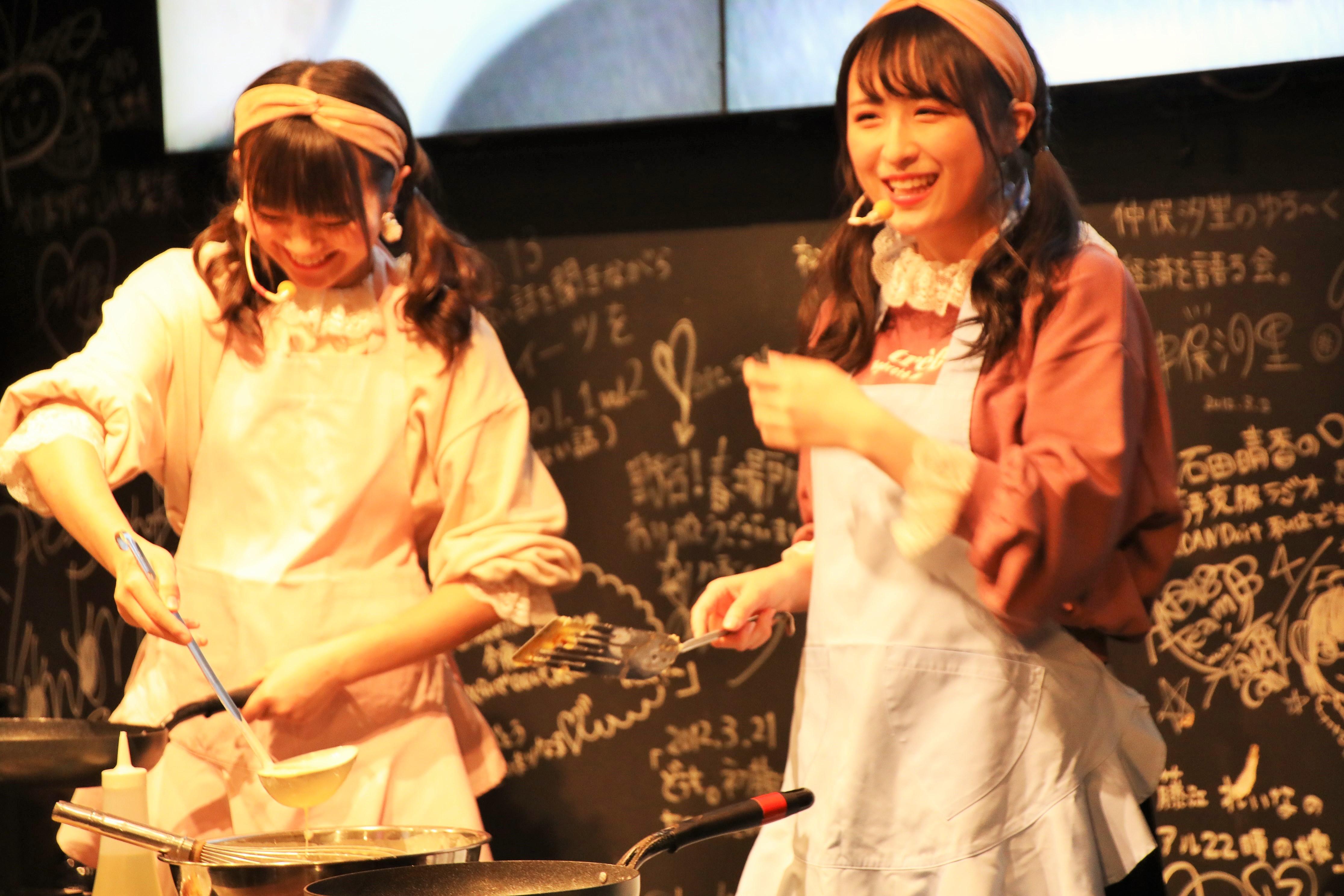 パンケーキ作りに挑む川本と稲垣