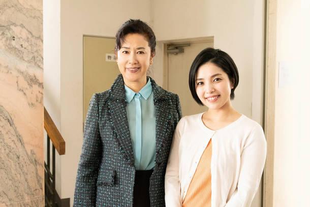 写真左より、名取裕子、城 南海 (C)テレビ東京