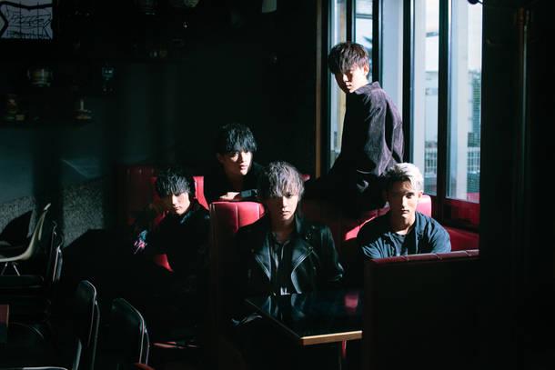 L→R  JUNPEI、KAZ、YUUTO、TAKUYA、RIOSKE