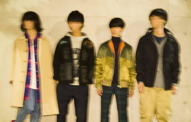 L→R 水元太郎(Ba)、杉森ジャック(Vo&Gu)、小山祐樹(Gu&Vo)、かわむら(Dr&Cho)