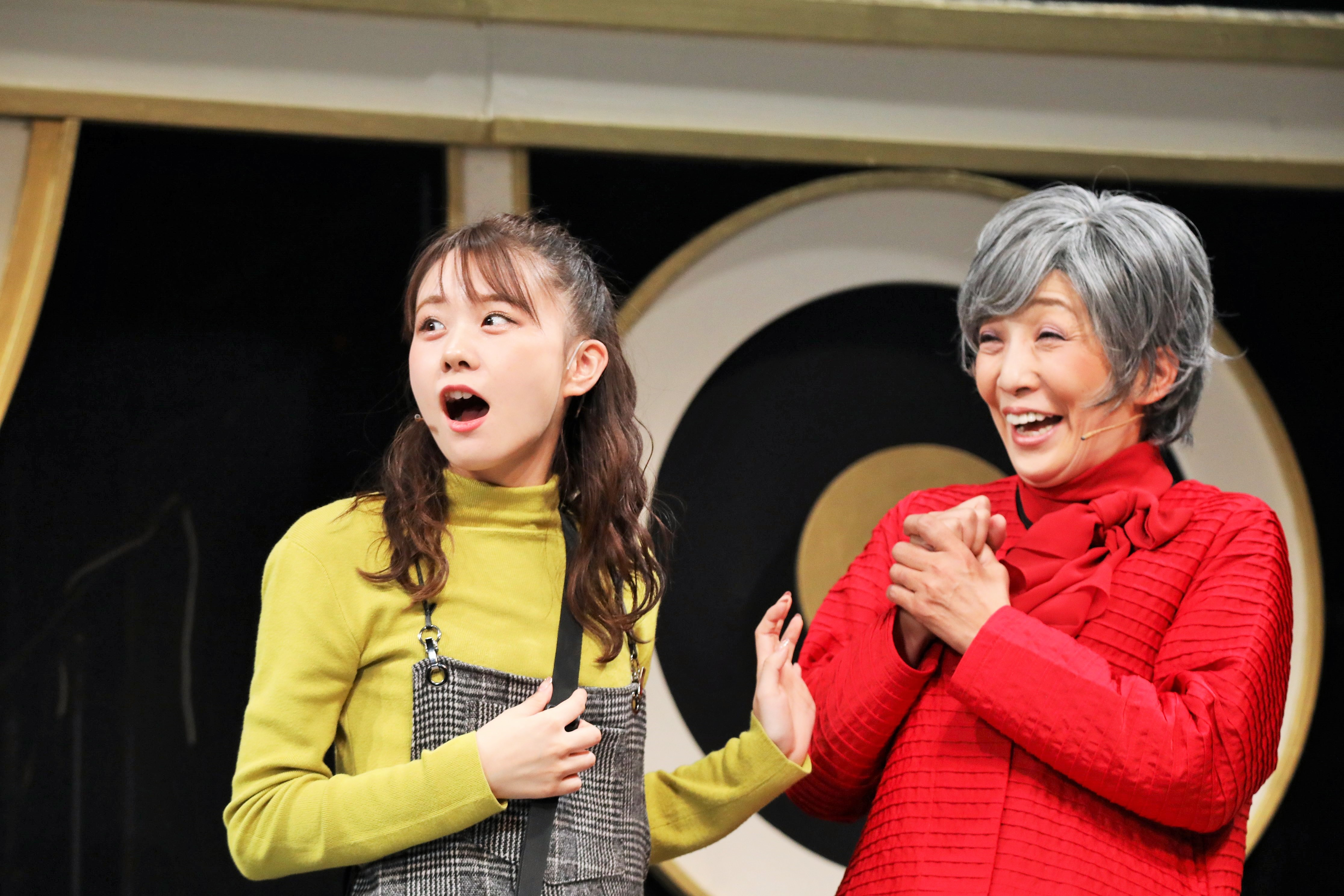 吉村さくらを演じる立仙愛理(左)