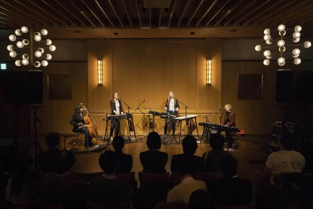 11月26日(火)@渋谷のTRUNK (HOTEL)【アグネス・オベル】 photo by  Ryota Mori