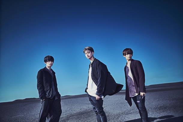 L→R Ken(Gu)、Masafumi(Vo)、Lyo(Dr)