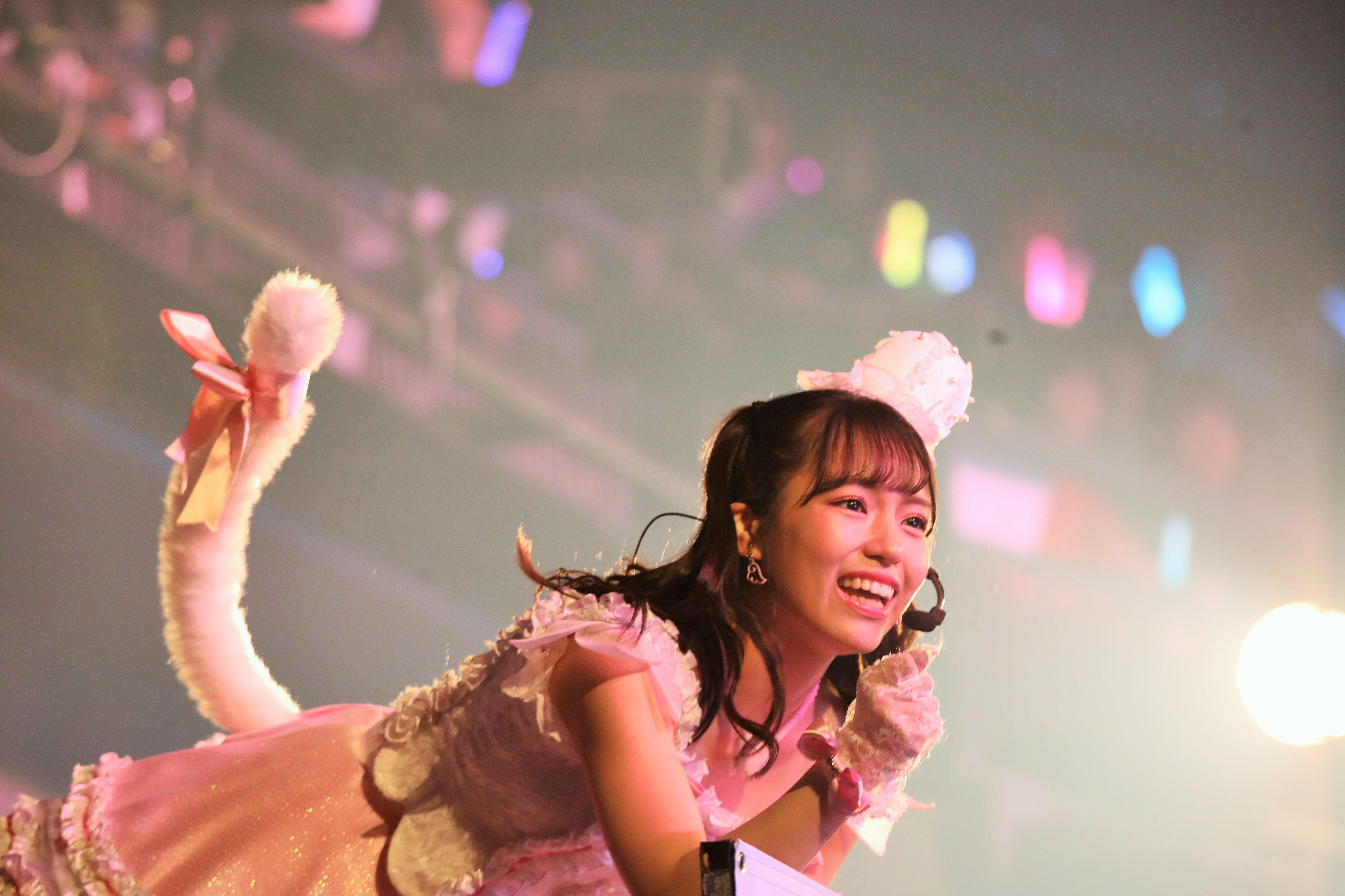 『天使のしっぽ』を披露するSTU48岩田陽菜