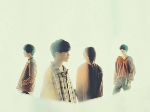 L→R 齋木孝平(Gu&Cho)、渡井翔汰(Vo&Gu)、白井將人(Ba)、片山 僚(Dr&Cho)