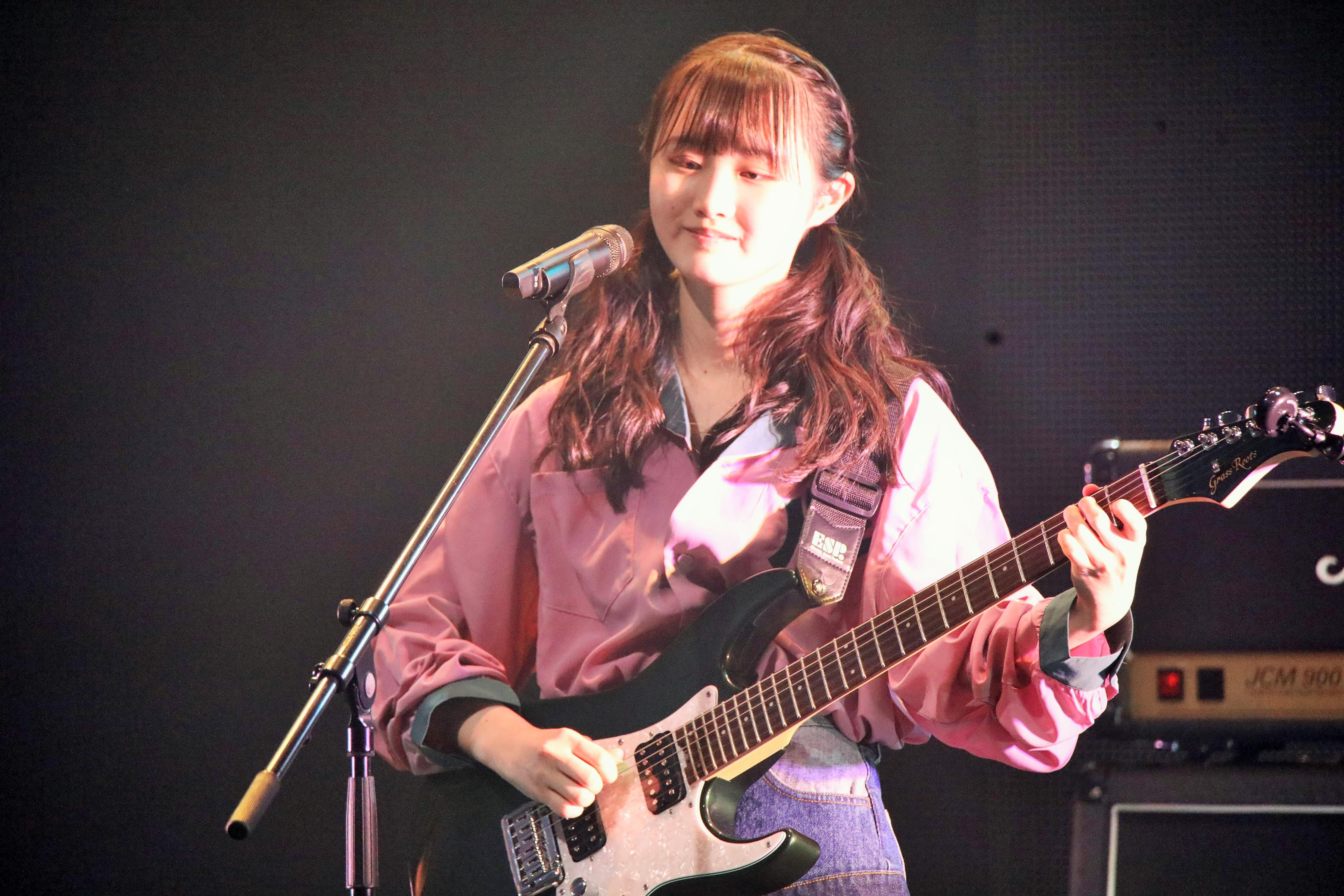 齋藤陽菜・ギター