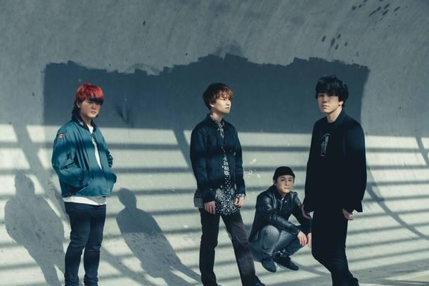 L→R 白山治輝(Ba&Cho)、小川真司(Gu&Cho)、田中駿汰(Dr&Cho)、森 良太(Vo&Gu)