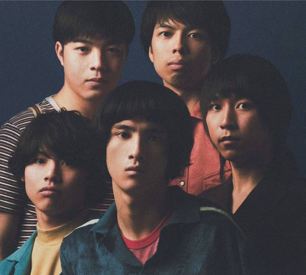 左上から時計回りに、森田祐樹(Gu)、サディスティック天野(Dr)、成田幸駿(Gu)、ヤマモトユウキ(Vo)、佐野雄治(Ba)