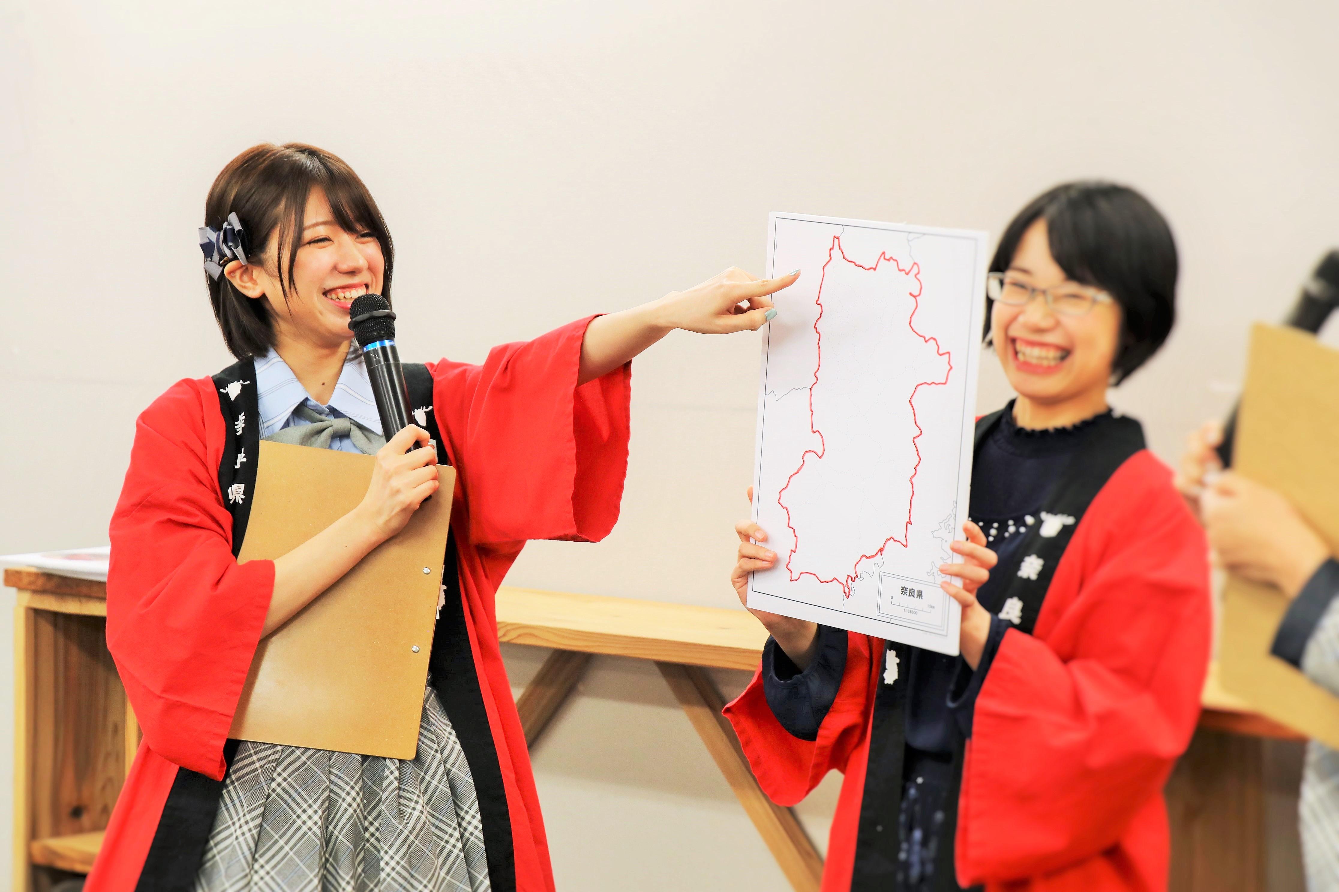 「奈良まほろば館」で奈良県特別観光セミナーでの大西桃香(左)