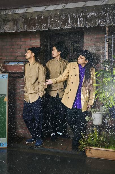 L→R TAROW-ONE(Dr)、TAKU(Gu)、Shyoudog(Ba)