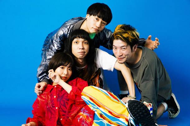 L→R アサミサエ(Vo&Key&Sampler)、玉屋2060%(Vo&Gu)、∴560∵(Ba&Cho)、KOZO(Dr)