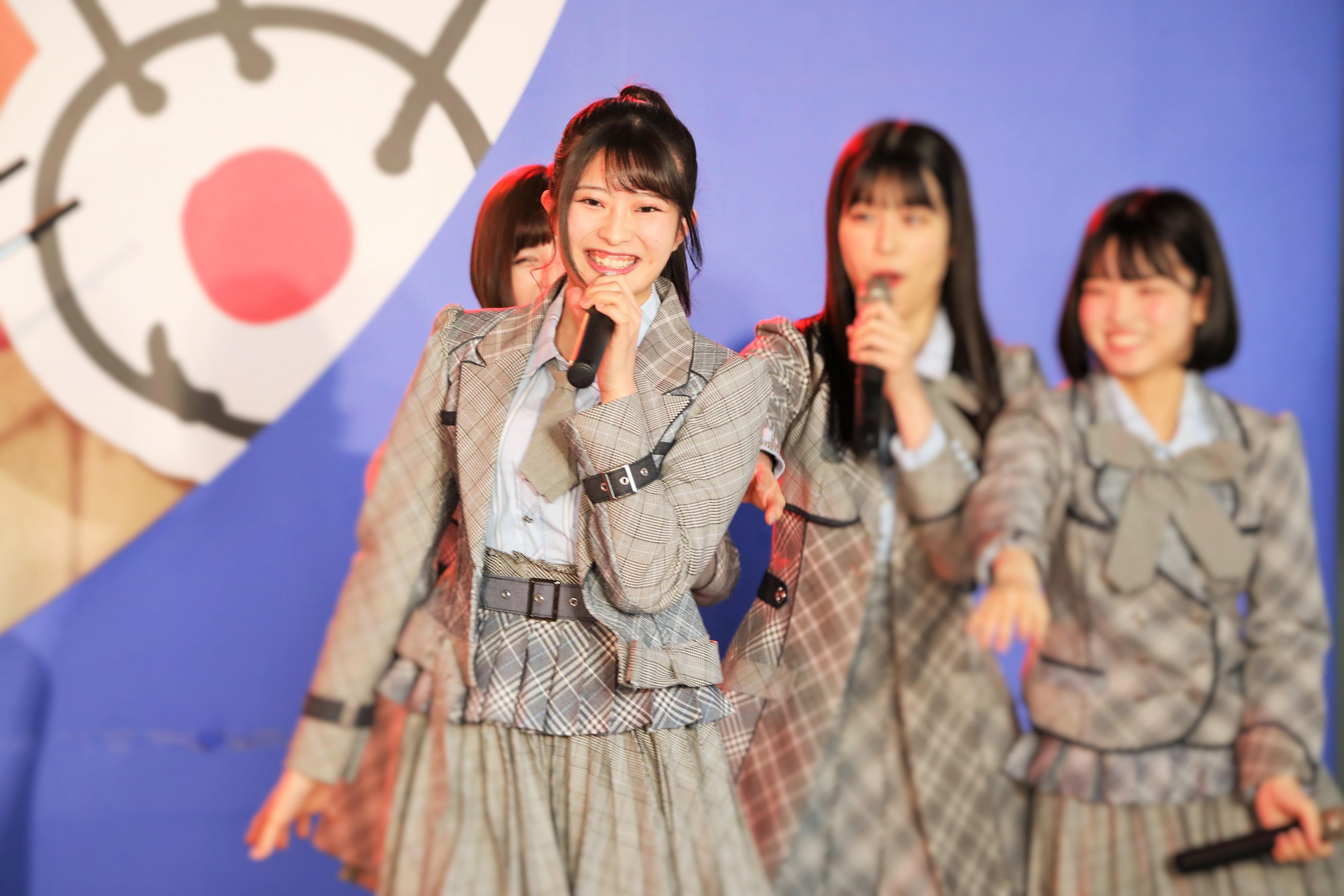 「フジさんのヨコ」で「ハート型ウィルス」を歌う行天優莉奈(2019年5月12日)