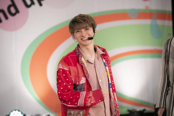 『8th Anniversary Special Studio Live「超特急とStand up!!!!!!!!」』(2020年6月10日) photo by  米山三郎