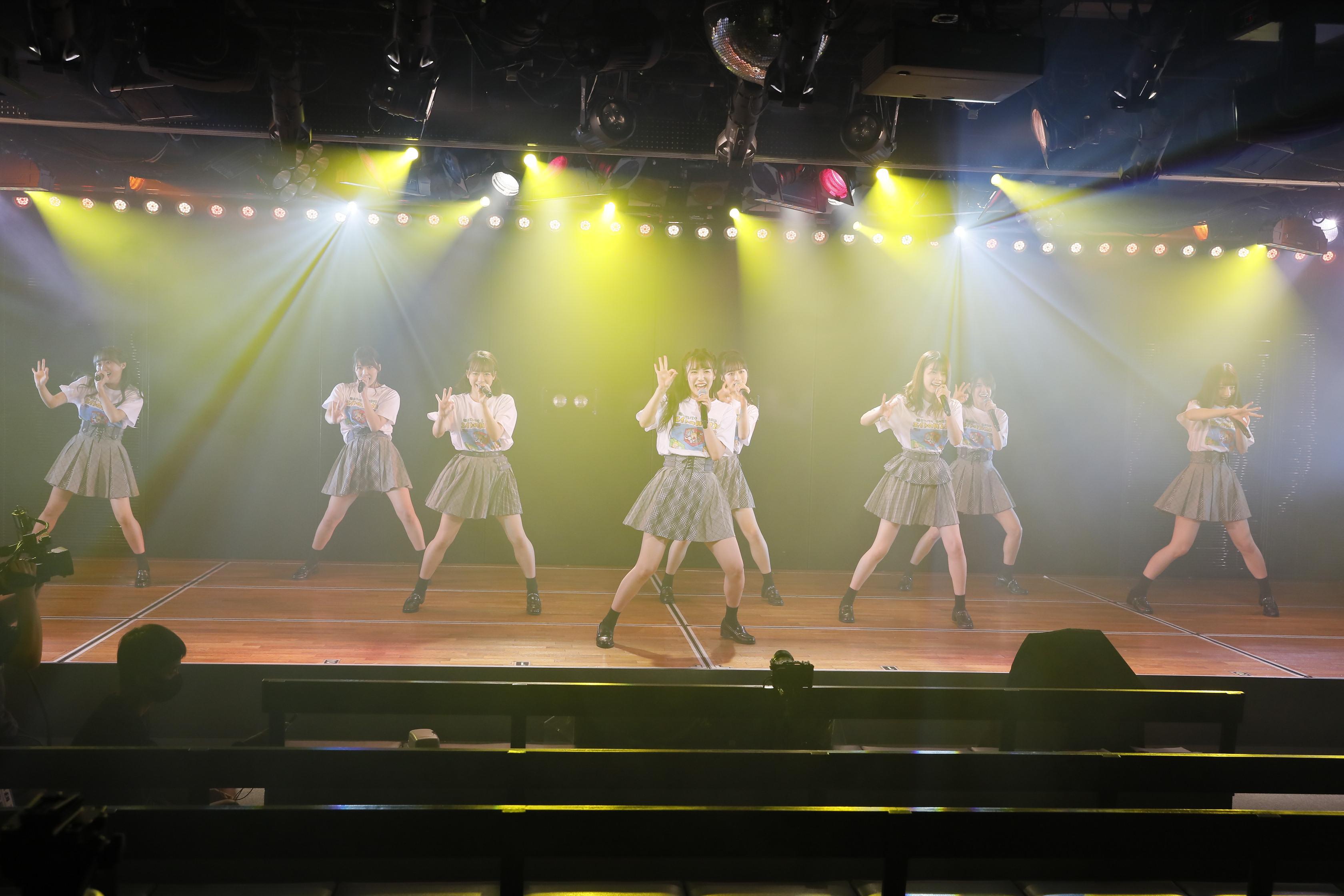 下尾みうがセンターを務めた「蜂の巣ダンス」 (C)AKB48