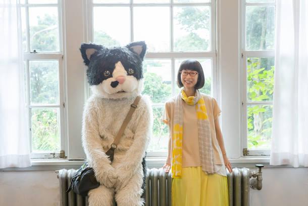 L→R むぎ(猫)、つじあやの photo by 飯島春子
