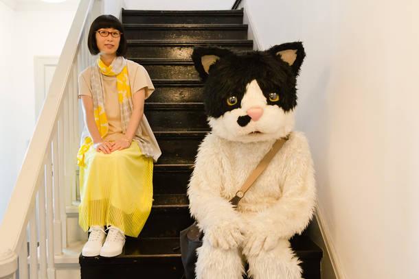 L→R つじあやの、むぎ(猫) photo by 飯島春子