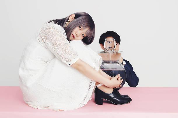 L→R 佐藤餓死(Vo)、成山まこと(作詞・作曲)