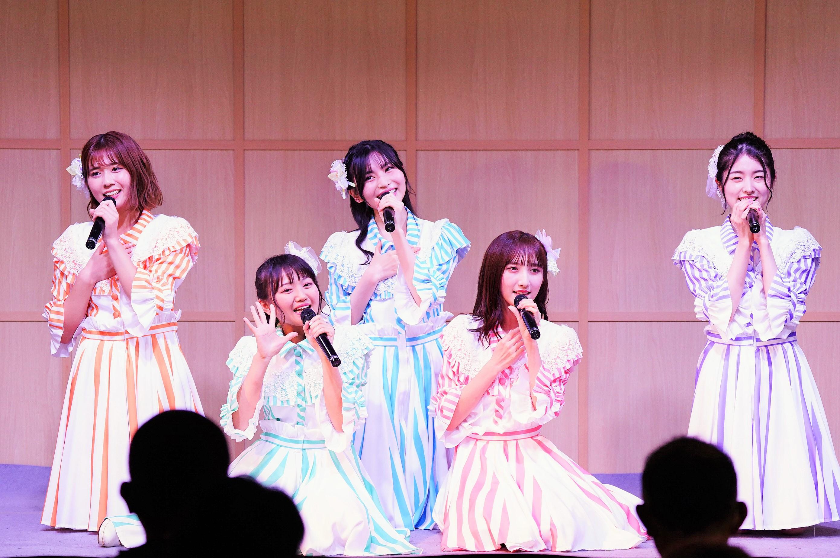 清⽔⿇璃亜・稲垣⾹織・福岡聖菜・⻑友彩海・岩⽴沙穂 (C) AKB48