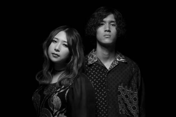 L→R 松尾レミ(Vo&Gu)、亀本寛貴(Gu)