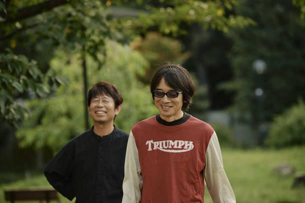 L→R 桜井秀俊(Vo&Gu)、YO-KING(Vo&Gu)