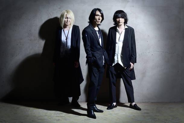 L→R Luna(Ba)、Hirofumi(Vo)、Yoshitsugu(Gu)
