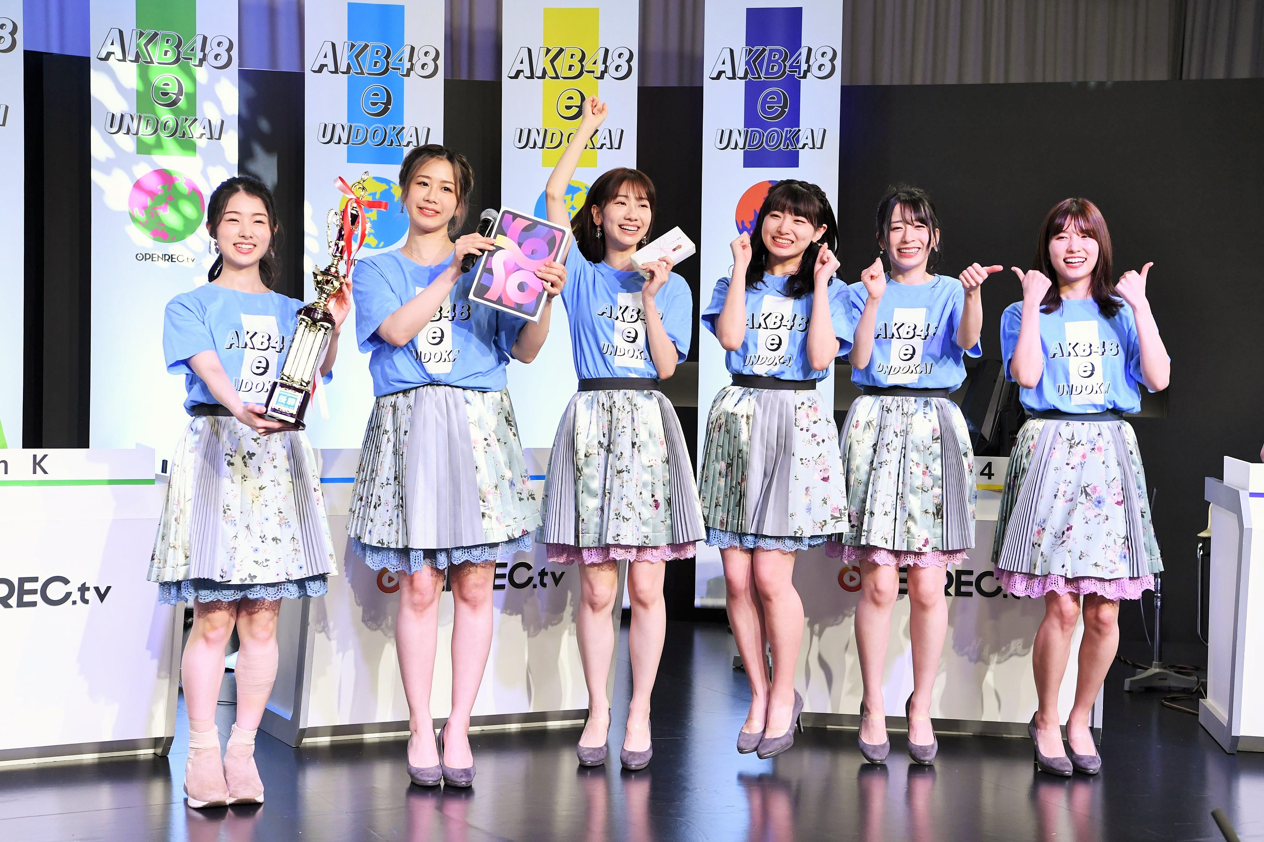 優勝したチームBメンバー (C) AKB48