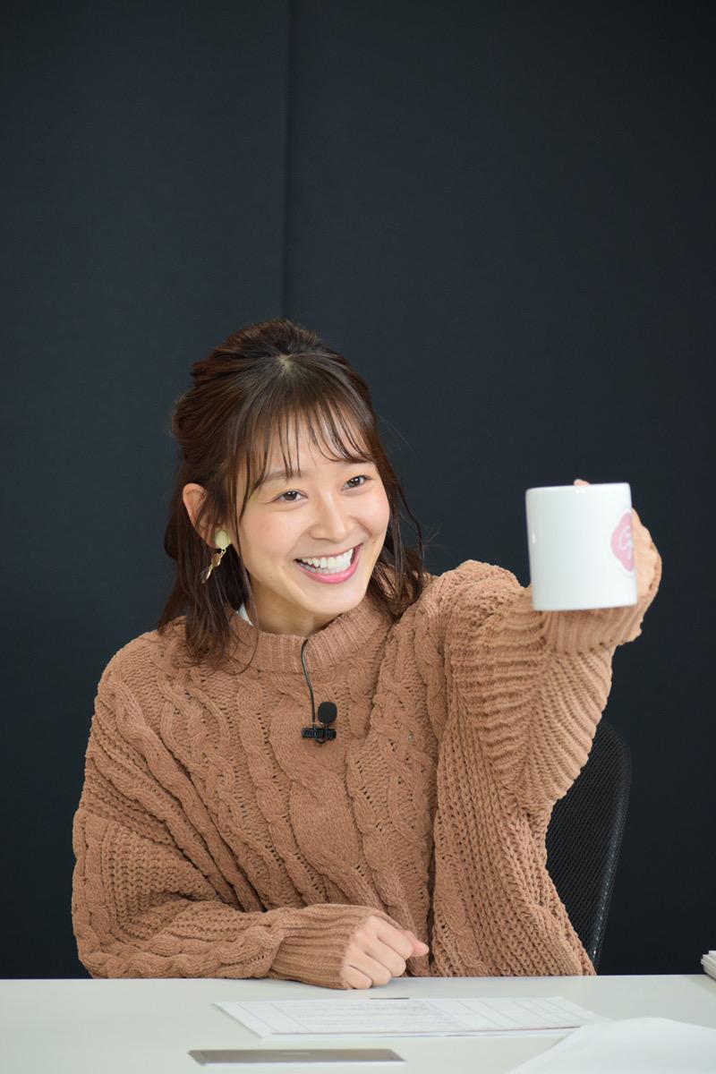番組開始の乾杯をする太田奈緒