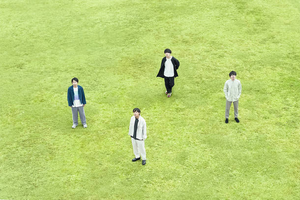 L→R 髙橋悠真(Ba)、長谷川 海(Vo&Gu)、松本和也(Dr&Cho)、鳥山 昂(Gu&Key)