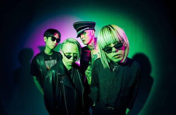 L→R  Shota Kanbayashi(Dr)、Jun Yokoe(Ba&Synth)、coHzy(Gu)、Sho Asakawa(Vo)