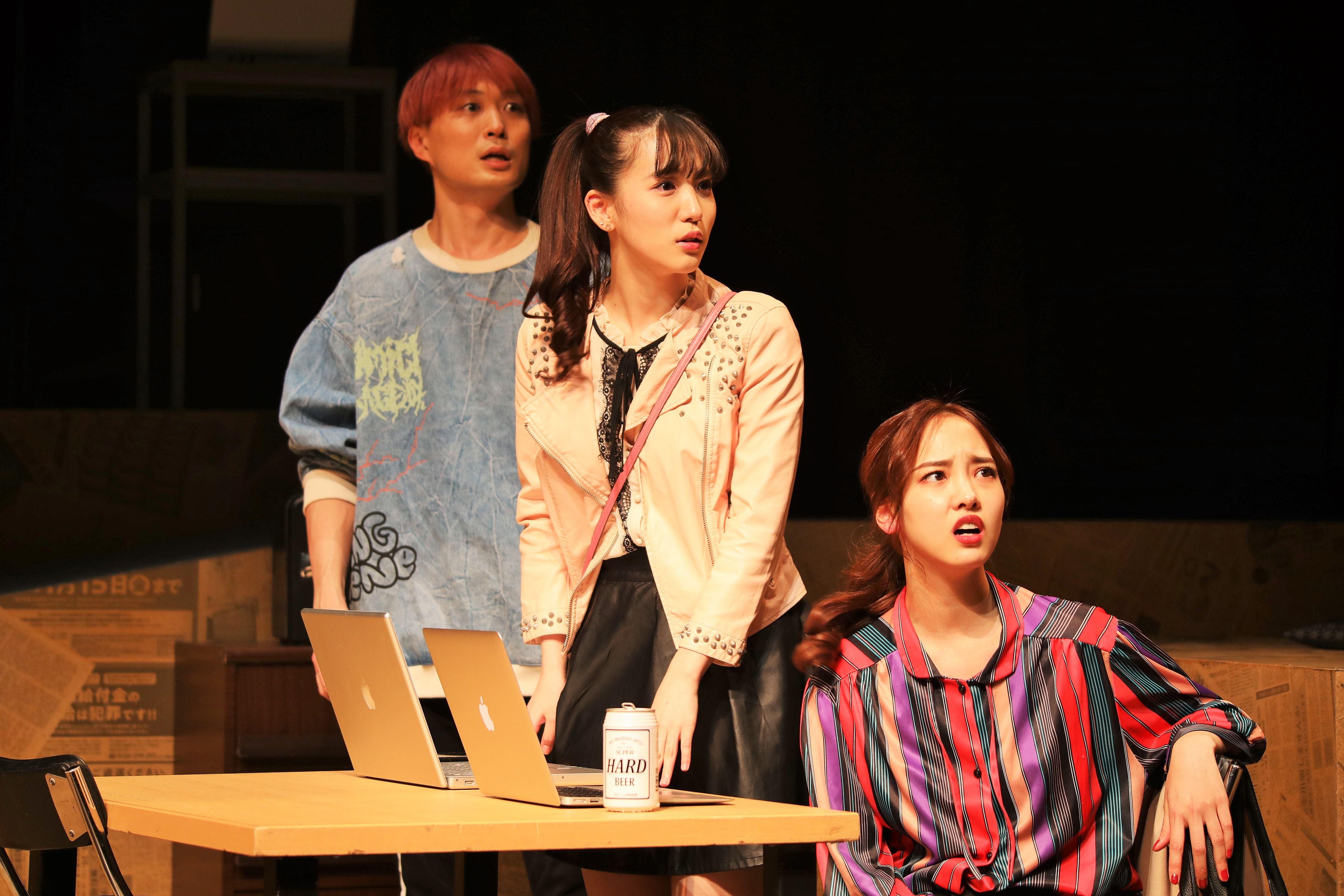 内野沙耶役を演じる下尾みう(中央)画像の無断転載・アップロードは一切禁止。
