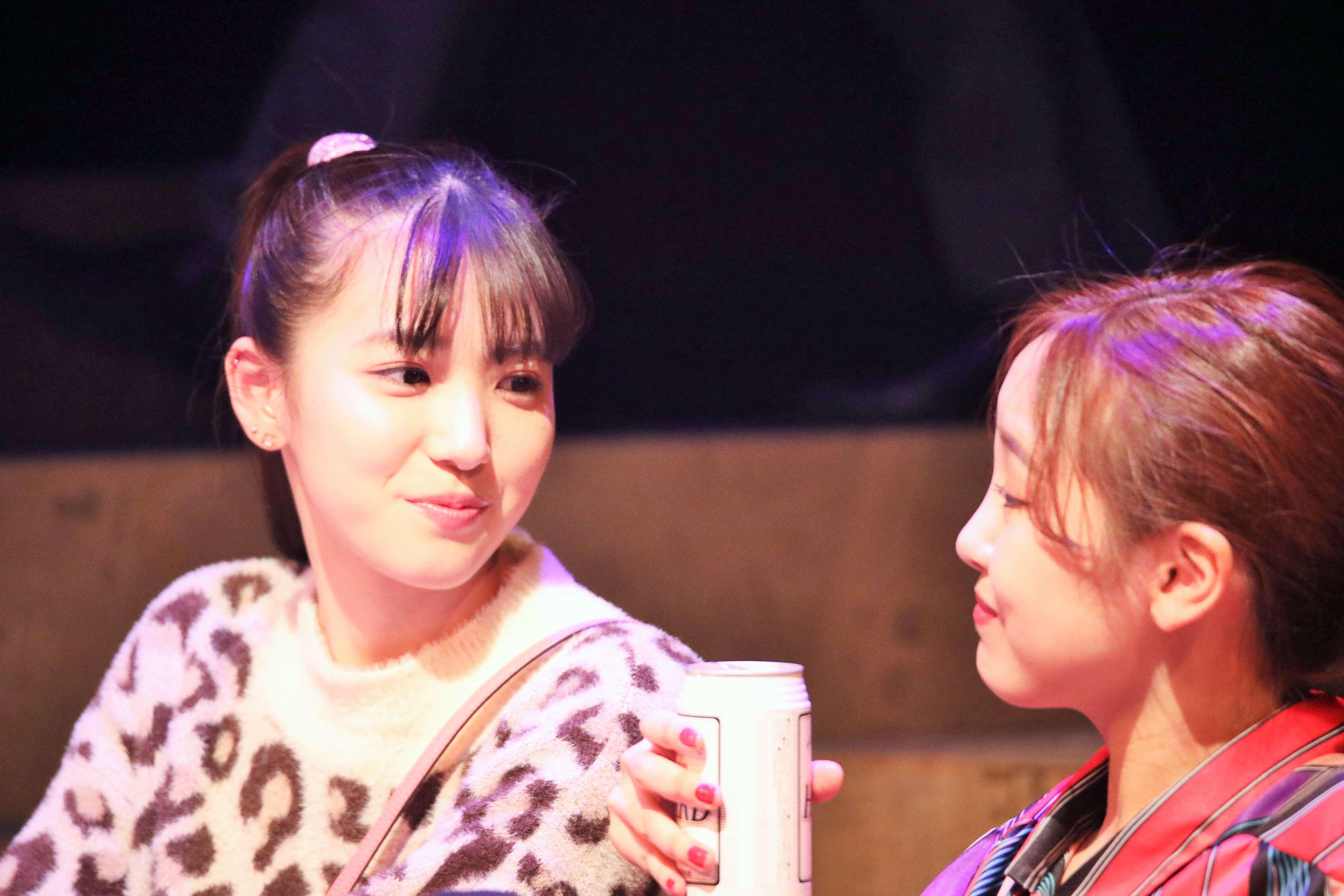 内野沙耶役を演じる下尾みう(左)画像の無断転載・アップロードは一切禁止。
