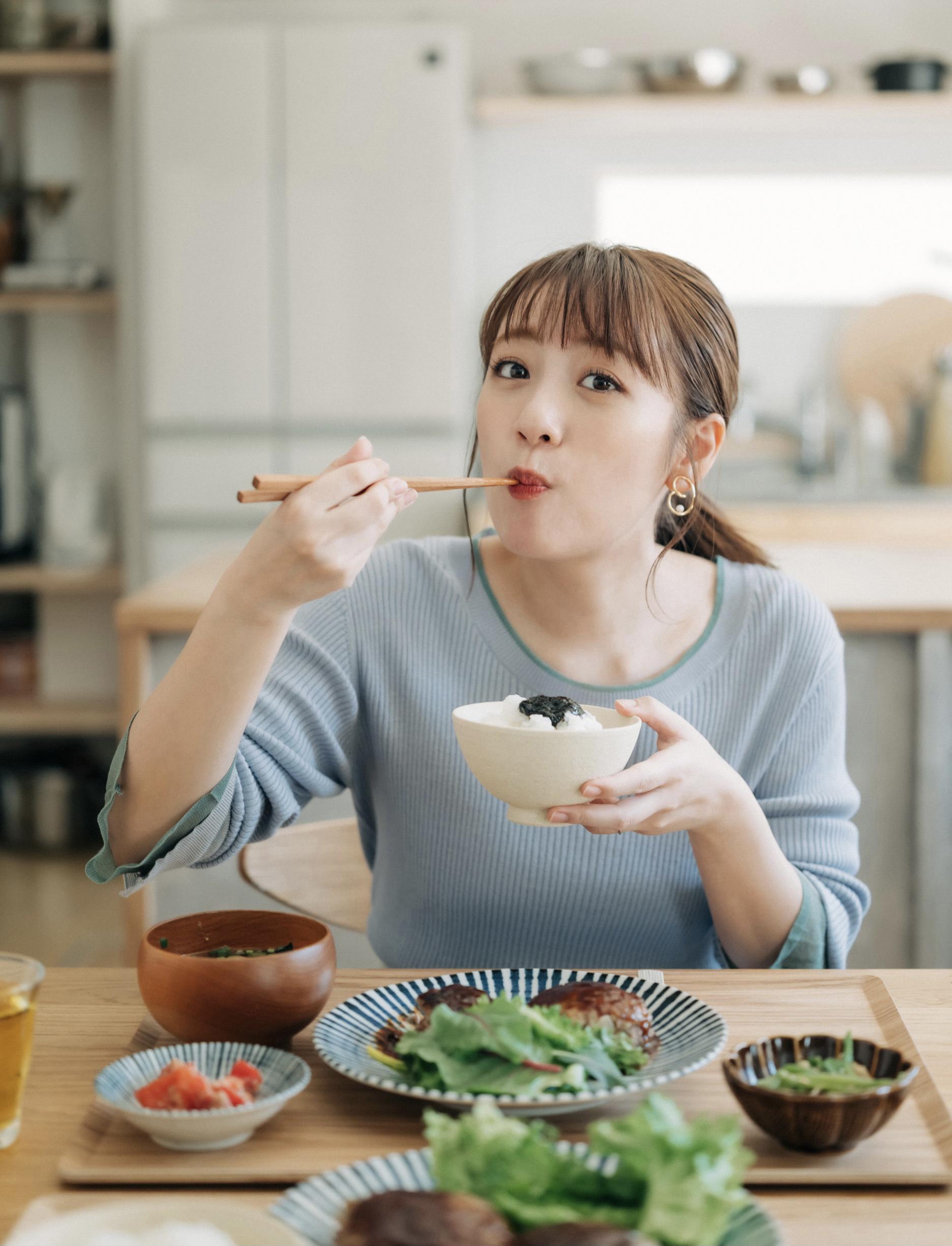 『たかみなの毎日食べたくなる そこそこごはん』©光文社