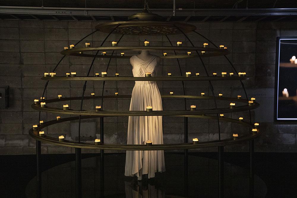 MVの撮影で宇多田ヒカルが実際に着用した衣装(白ドレス) photo by キセキミチコ