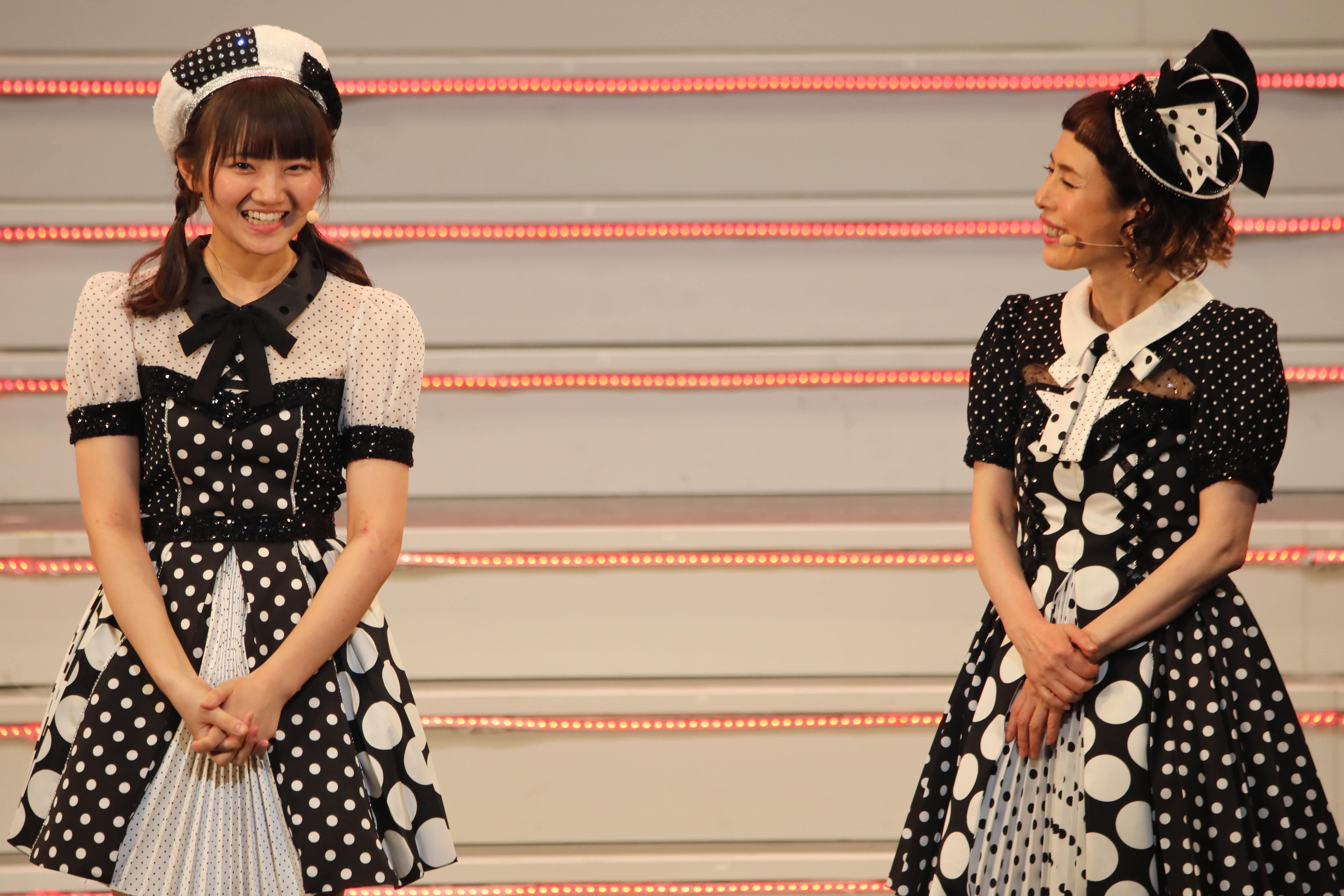 稲垣香織と久本雅美 ©AKB48 THE AUDISHOW製作委員会  無断アップロード及び転送は一切禁止です。