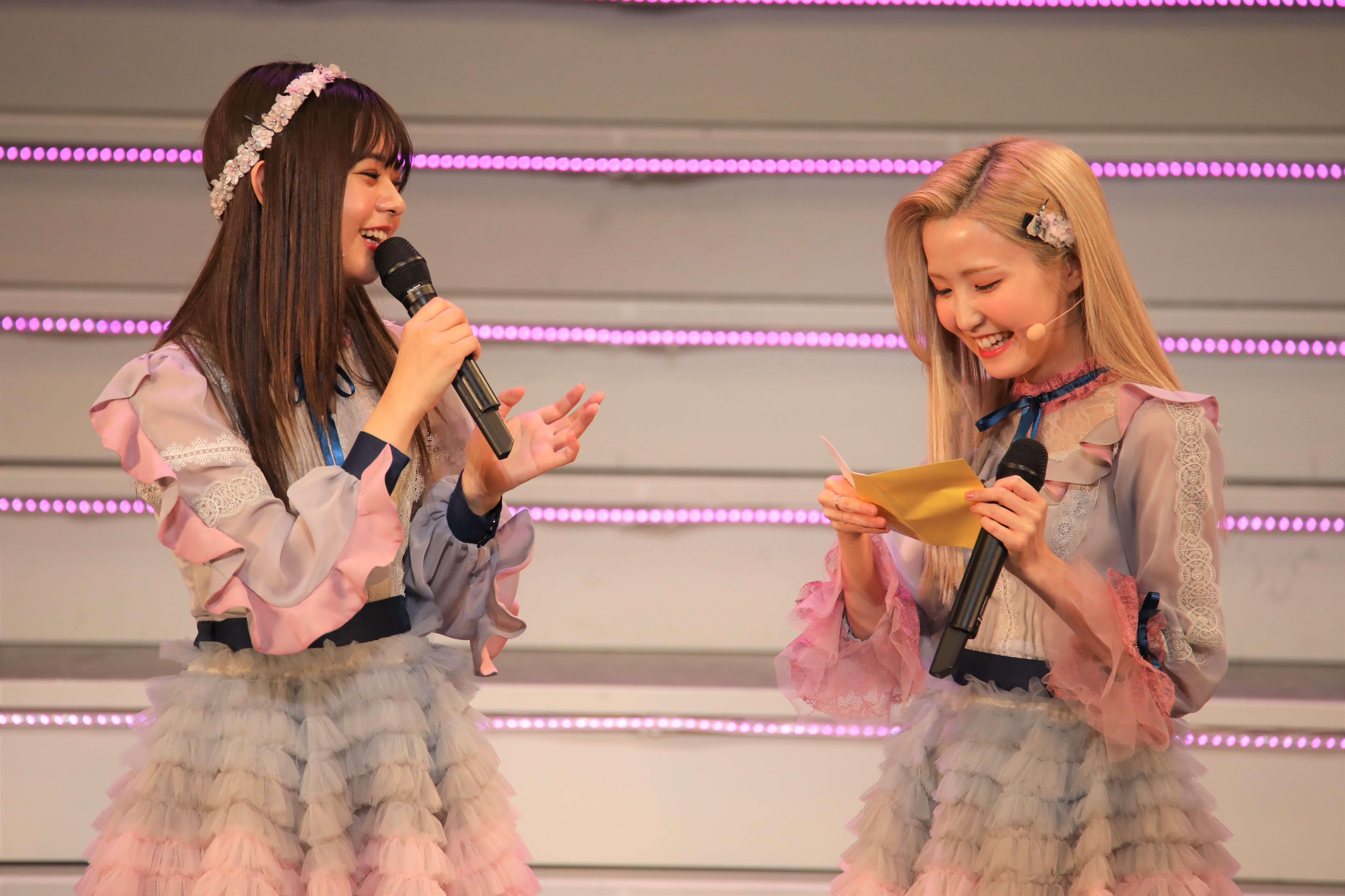 宮里莉羅と本田仁美「私はカケホーダイ入ったからね!」 ©AKB48 THE AUDISHOW製作委員会 無断アップロード及び転送は一切禁止です。