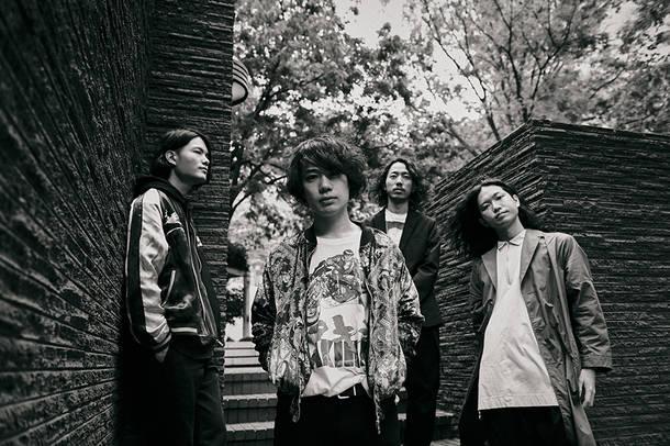 L→R 大月 優(Gu)、緒方 良(Vo&Gu)、小林亮平(Ba)、松丸怜吾(Dr)