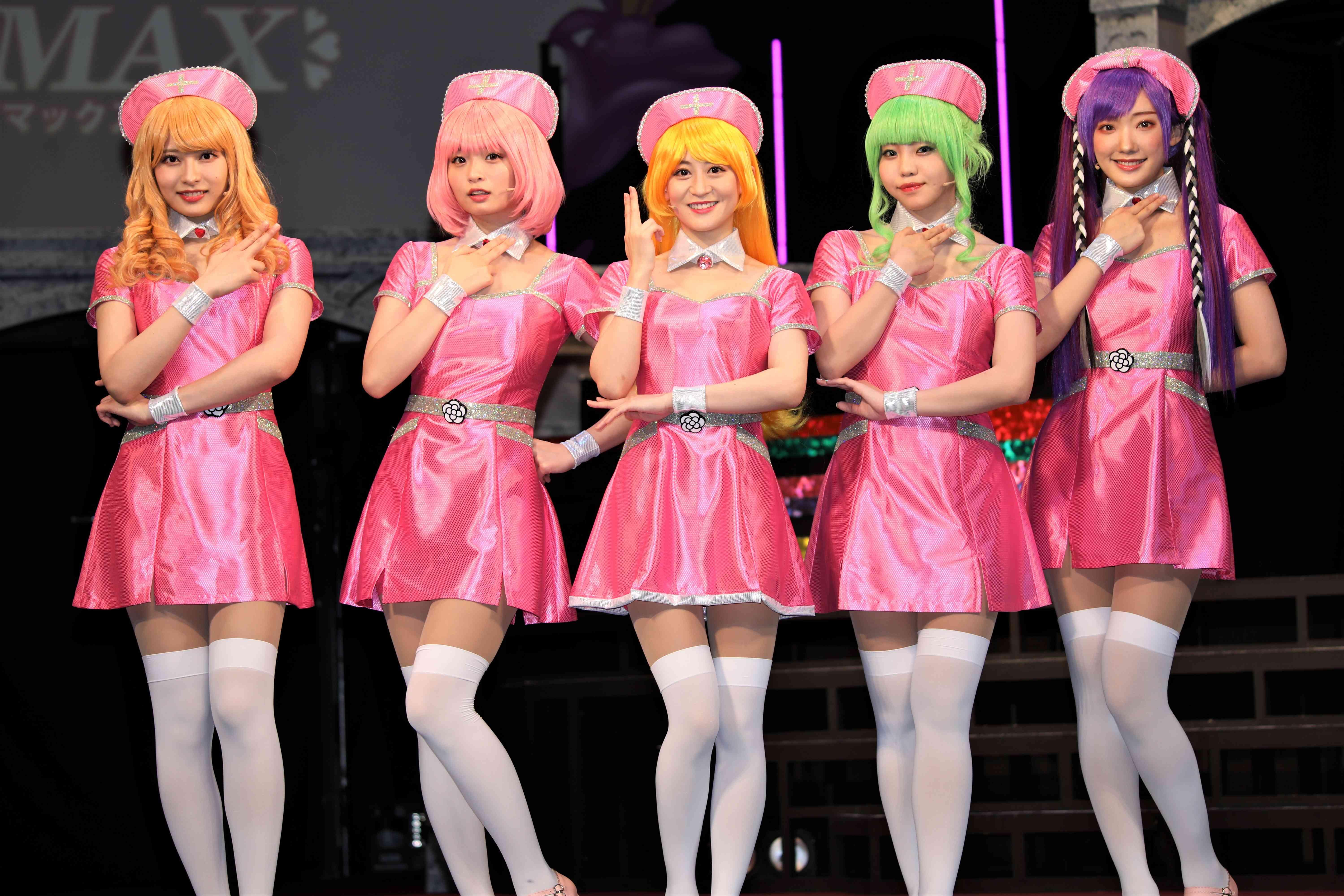 囲み取材での5人 ©永井豪/ダイナミック企画・舞台「Cutie Honey Climax」製作委員会 無断アップロード及び転送は一切禁止です。
