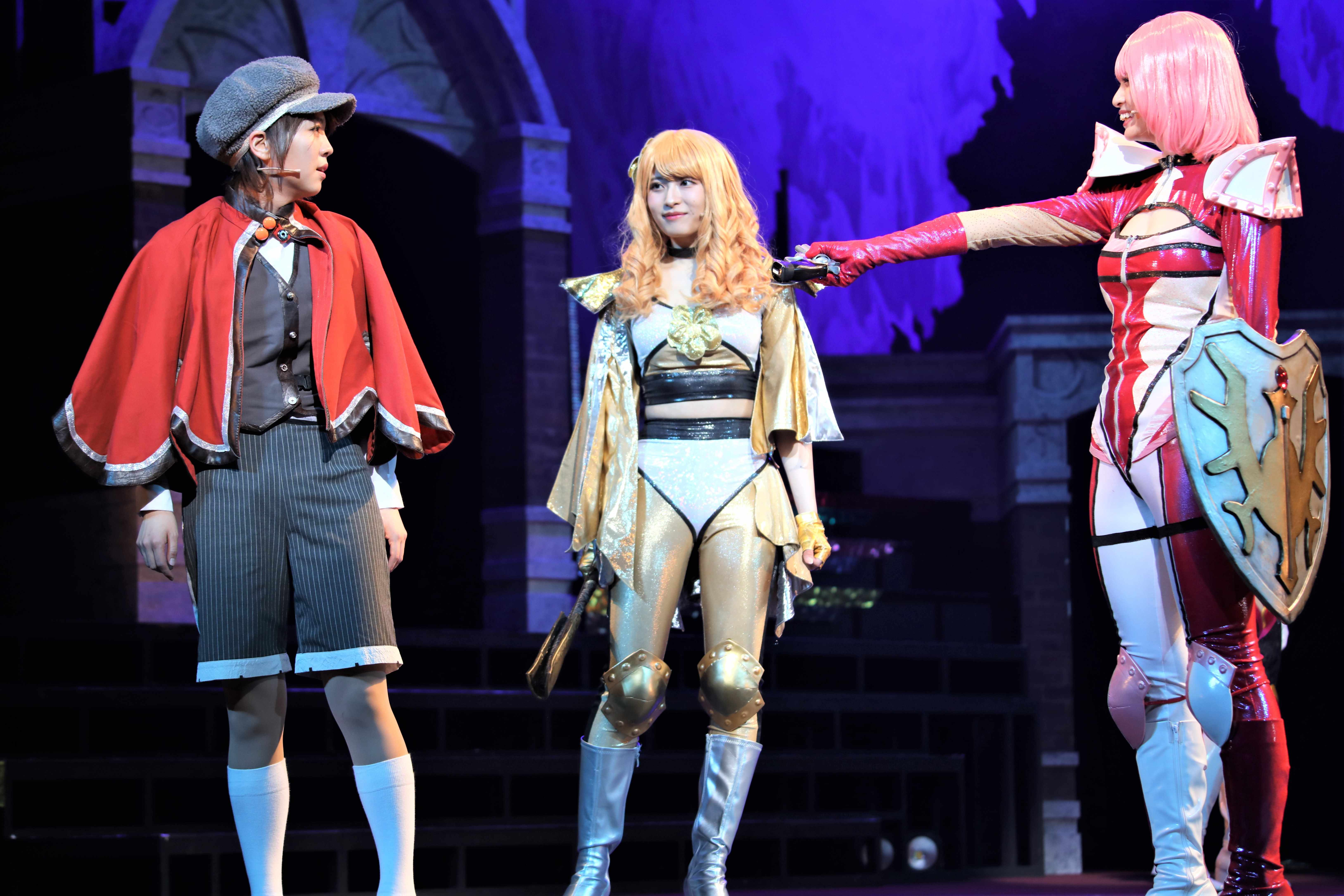 ラブリーハニー(中央) ©永井豪/ダイナミック企画・舞台「Cutie Honey Climax」製作委員会 無断アップロード及び転送は一切禁止です。