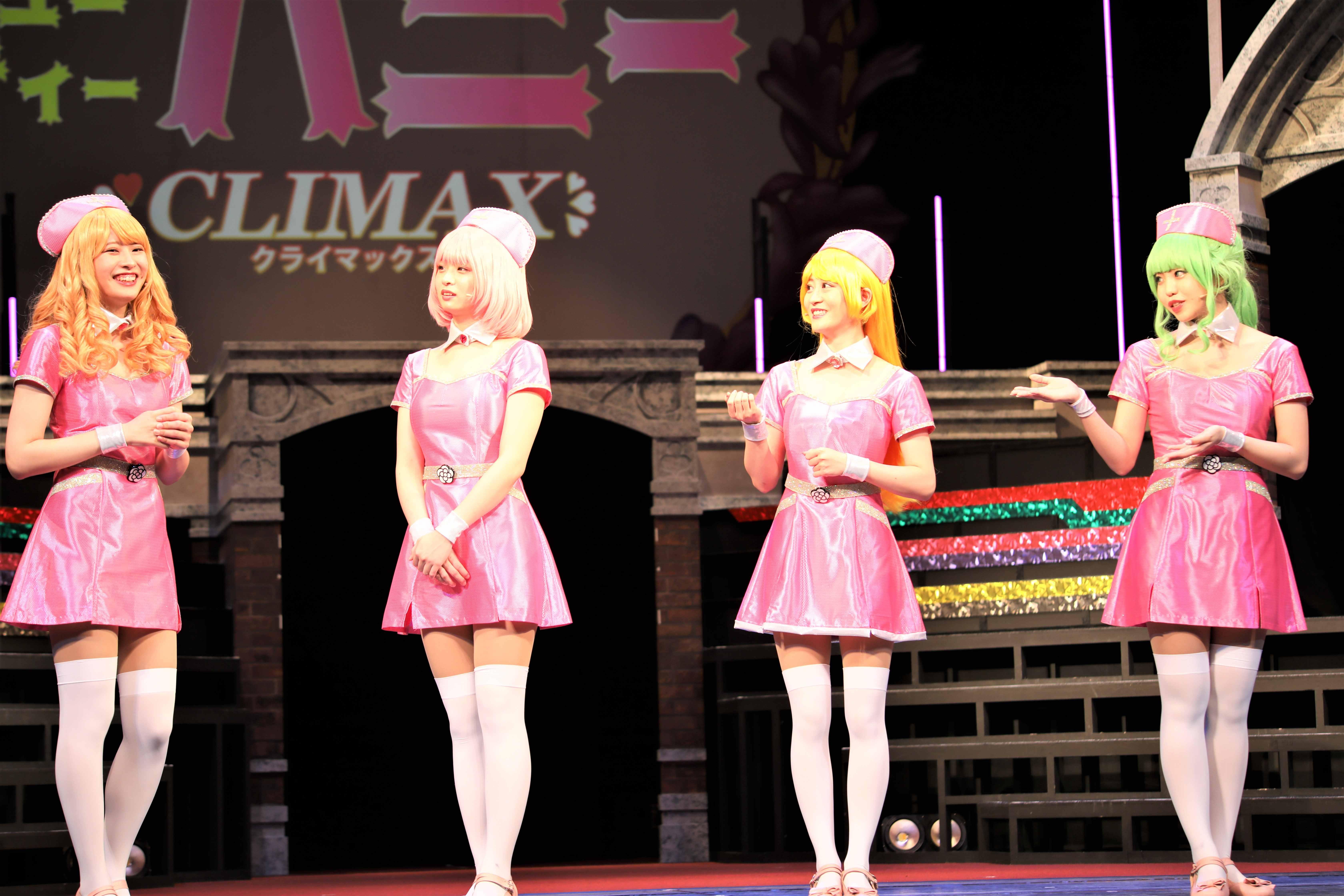 行天優莉奈(左)「行天ちゃんは癒しだよね!めちゃくちゃ癒しをくれるよね」©永井豪/ダイナミック企画・舞台「Cutie Honey Climax」製作委員会 無断アップロード及び転送は一切禁止です。