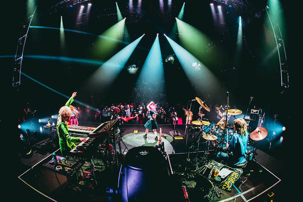 『LIVE 2021「 Dear_____ 」』(Photo by ゆうと。)