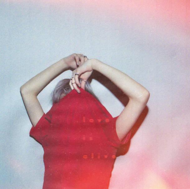 アルバム『love is alive』【通常盤】(CD)