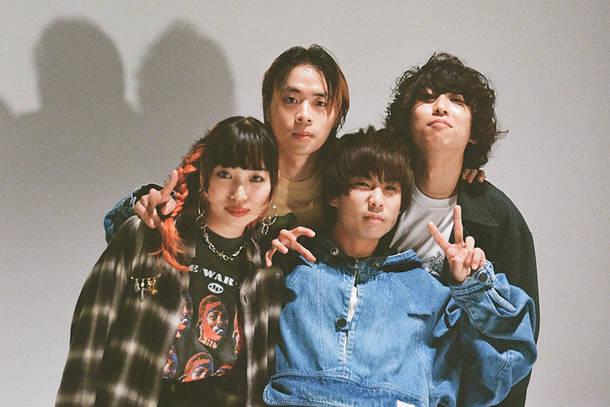L→R gyary(Gu&Key)、三好空彌 (Ba)、松本幸太朗(Vo&Gu)、古俣駿斗(Dr)